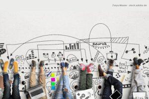 Teenager sitzen zusammen: Bewerbung erstellen