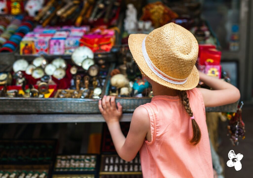 Kind auf Trödelmarkt: Trödelmärkte im Revier